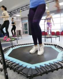 Jumping fitness – korzyści i przeciwwskazania