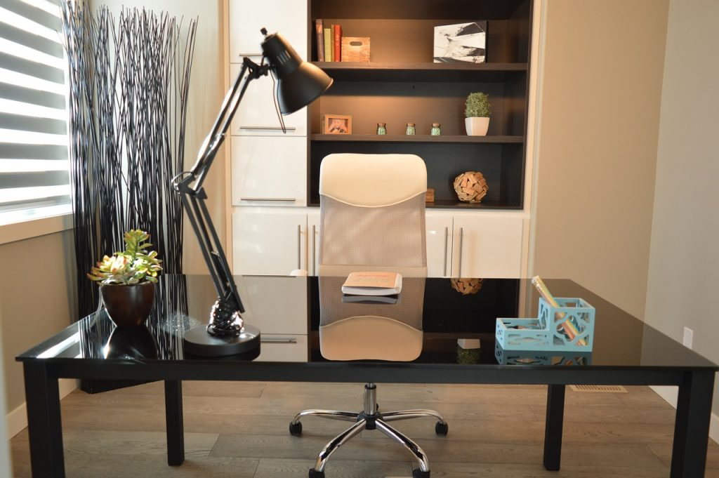 ergonomiczne wyposażenie biura