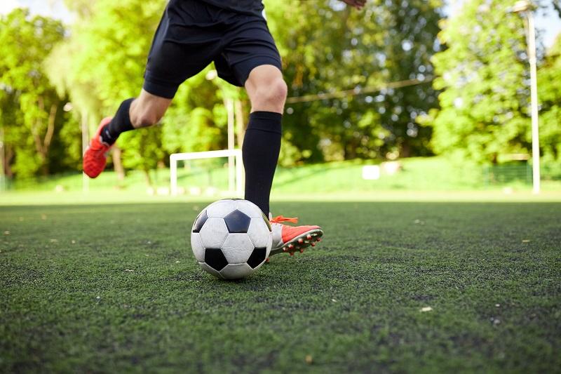 Sklep piłkarski - jaki sprzęt warto kupić do treningu piłki nożnej